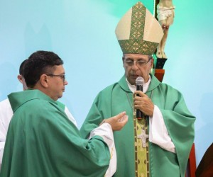 Posse do padre Arcanjo na paróquia Santo Antônio, em Capixaba