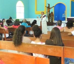 Paróquia Divino Espírito Santo recebe formação sobre o Centenário; comunidade acolhe os ícones