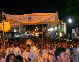 Celebração de Corpus Christi reúne milhares de fiéis nas ruas do Centro de Rio Branco