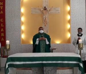 Paróquia Santa Clara celebra a festa litúrgica de sua padroeira
