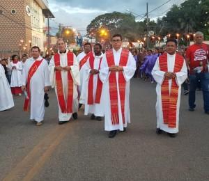 Silêncio profundo, procissão e encenação da Paixão de Cristo: confira a Sexta-feira Santa na Diocese